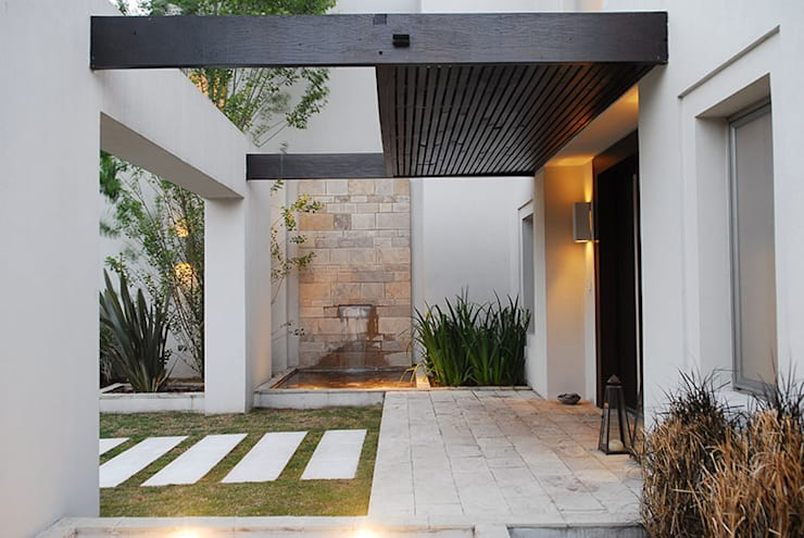 modern Houses by JUNOR ARQUITECTOS