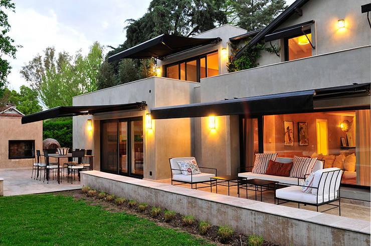 Casas de estilo  por JUNOR ARQUITECTOS