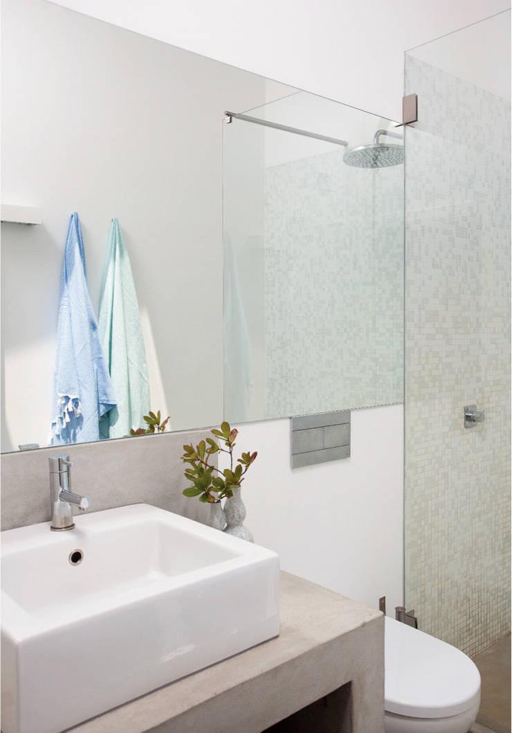 Casa de Banho: Casas de banho  por LAVRADIO DESIGN,Rústico