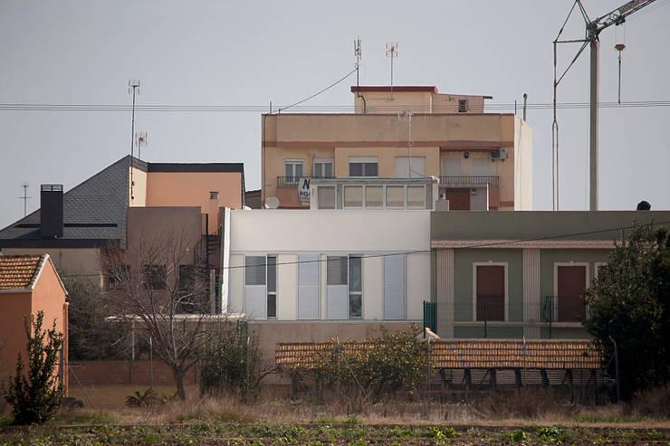 VIVIENDA EN CASTELLAR: Casas de estilo moderno de daia arquitectes slp