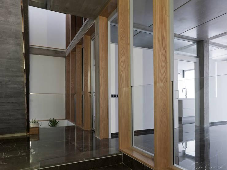 VIVIENDA EN CASTELLAR: Comedores de estilo moderno de daia arquitectes slp