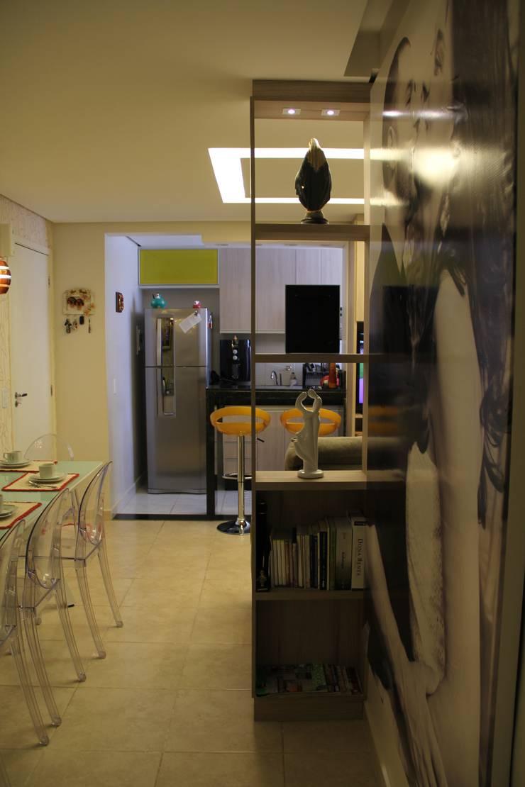 现代客厅設計點子、靈感 & 圖片 根據 Donakaza 現代風