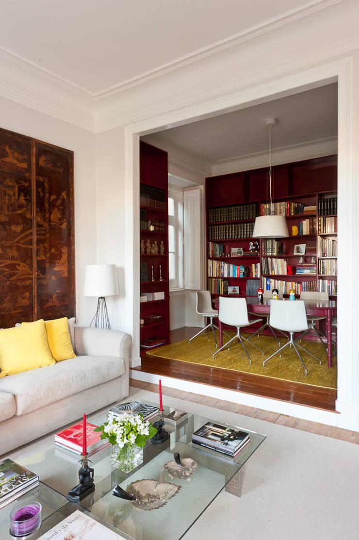 Sala e Casa de Jantar: Salas de estar  por LAVRADIO DESIGN