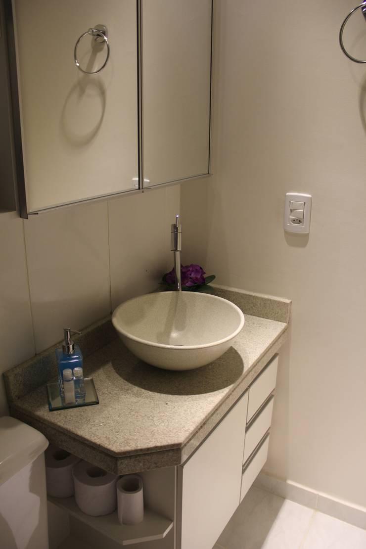 Residência Goiânia/GO: Banheiros  por Donakaza