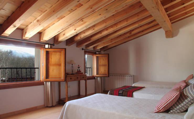 Bedroom by Jacobo Lladó Estudio de Arquitectura