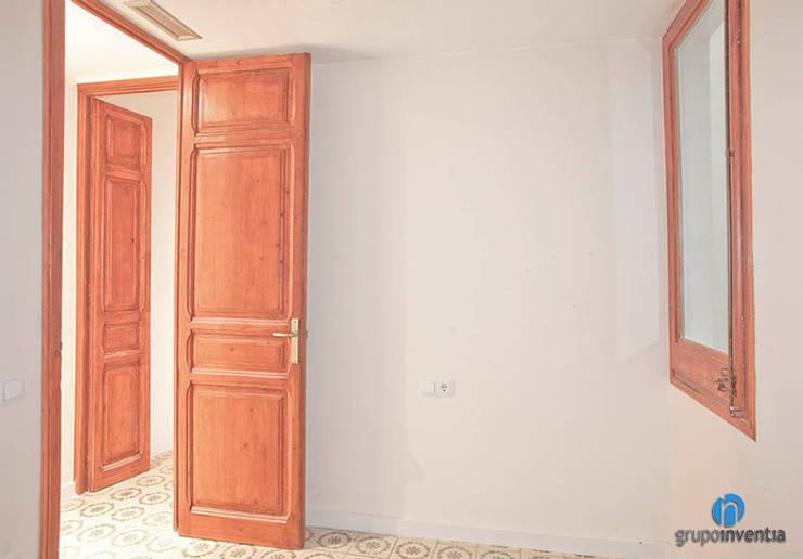 Dormitorio: Dormitorios de estilo rústico de Grupo Inventia