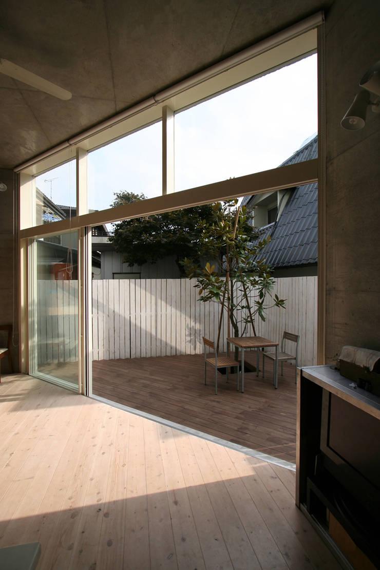 立体一室住居: STUDIO POHが手掛けた庭です。