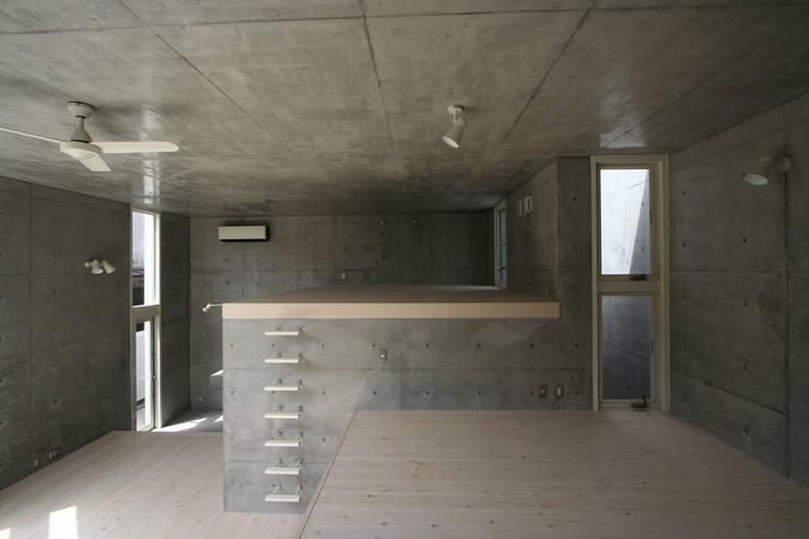 Ruang Keluarga by STUDIO POH