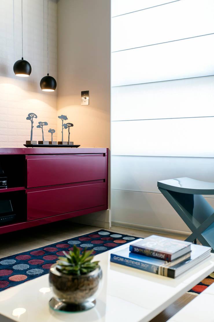 Salas de estilo moderno de Adriana Pierantoni Arquitetura & Design Moderno