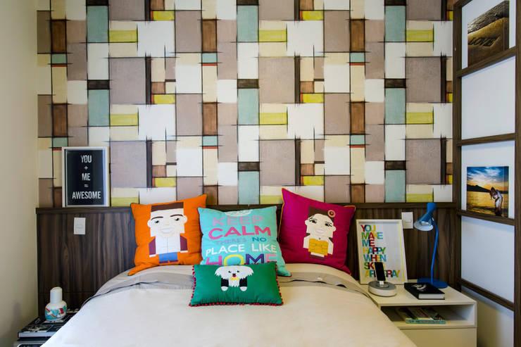 غرفة نوم تنفيذ Adriana Pierantoni Arquitetura & Design
