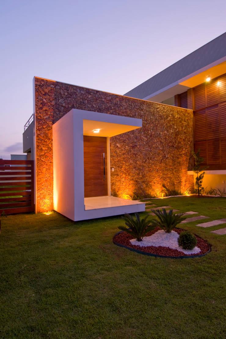 2: Casas modernas por Carlos Ribeiro Dantas Arquitetos Associados