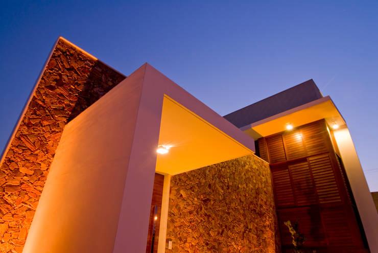 4: Casas modernas por Carlos Ribeiro Dantas Arquitetos Associados
