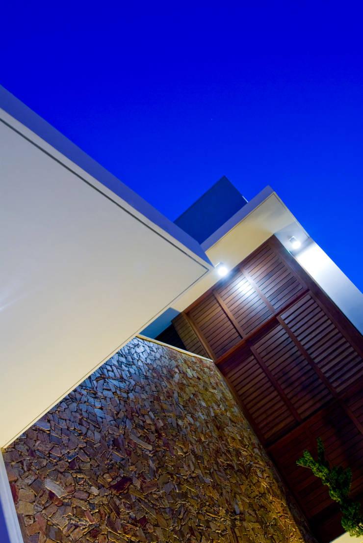 6: Casas modernas por Carlos Ribeiro Dantas Arquitetos Associados