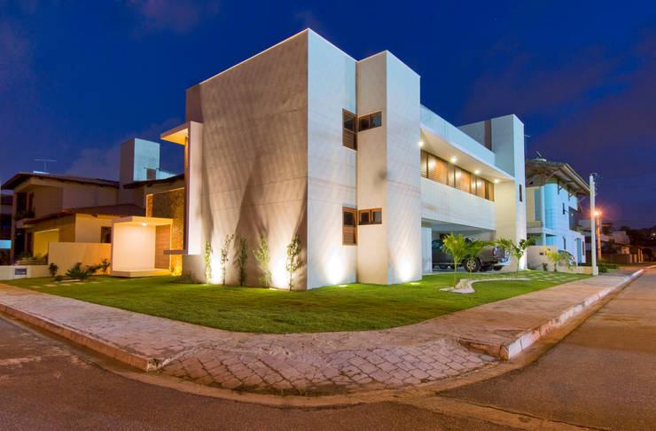 8: Casas modernas por Carlos Ribeiro Dantas Arquitetos Associados