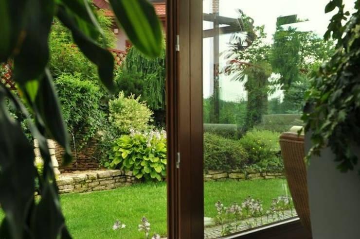 Ogród zimowy: styl , w kategorii Ogród zimowy zaprojektowany przez Pracownia Projektowa Architektury Krajobrazu Januszówka,Kolonialny