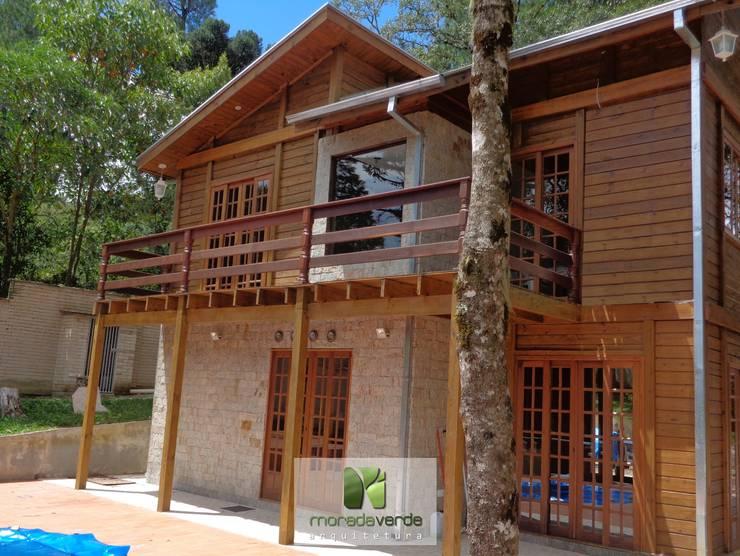 Casa em madeira - Piraquara - PR: Casas  por Moradaverde Arquitetura