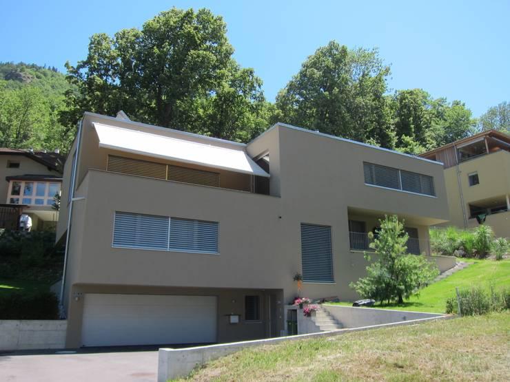 EFH Grand:  Terrasse von bw1 architekten
