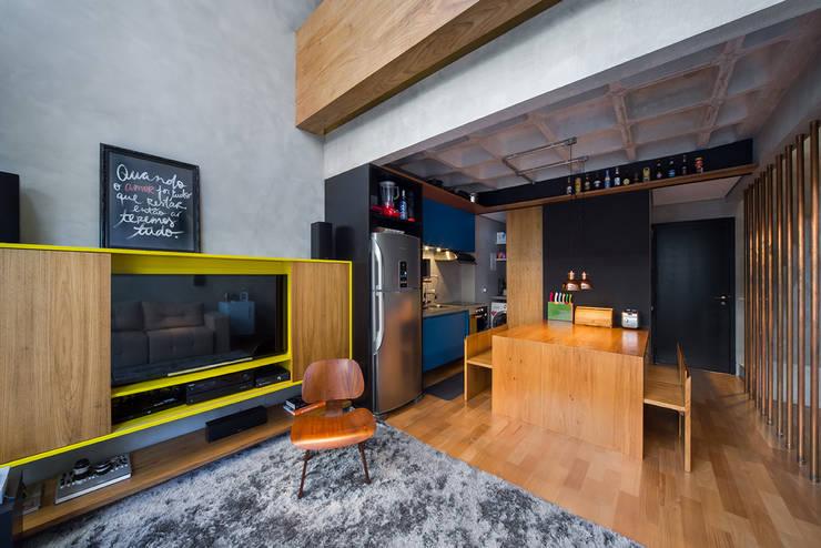 apto cobre/blue: Salas de estar modernas por Casa100 Arquitetura
