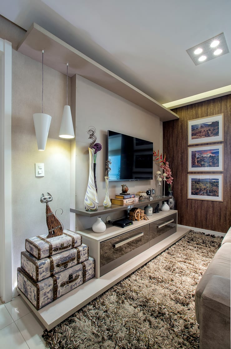 Home: Salas multimídia ecléticas por Adriana Pierantoni Arquitetura & Design