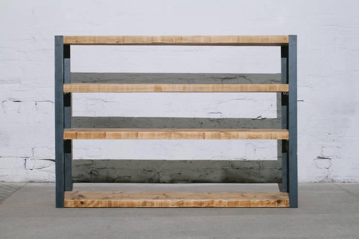 Salones de estilo industrial de BjørnKarlsson Furniture
