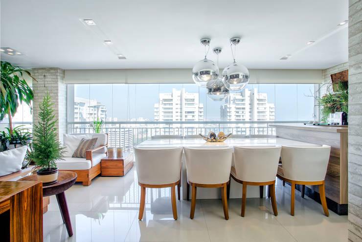 Jantar no Terraço: Terraços  por Adriana Pierantoni Arquitetura & Design