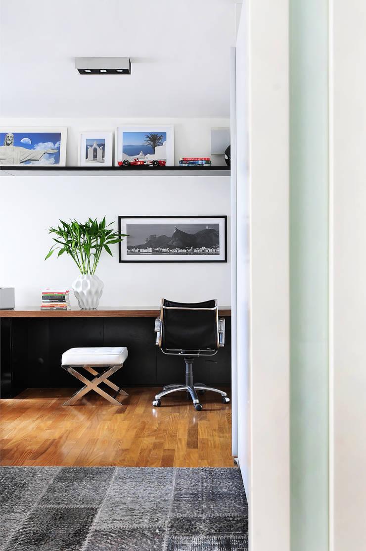 MOEMA/SP: Escritórios  por Thaisa Camargo Arquitetura e Interiores,Moderno