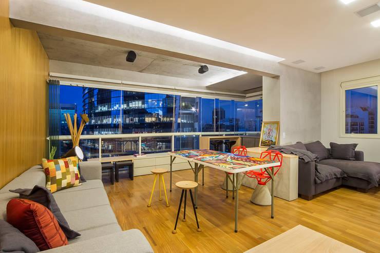 apto poledance: Salas de jantar  por Casa100 Arquitetura