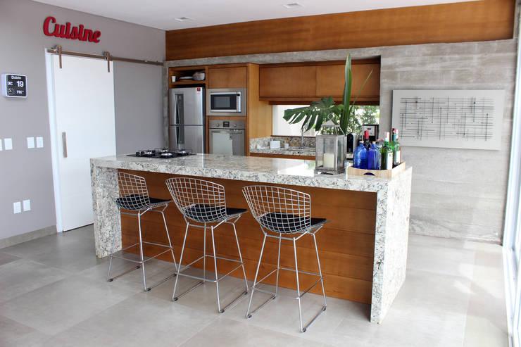 BOSQUES V7: Cozinhas  por MARTIN arquitetura + engenharia