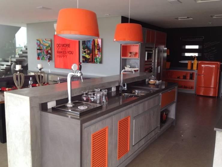 CASA KICHLER: Cozinhas  por MARTIN arquitetura + engenharia