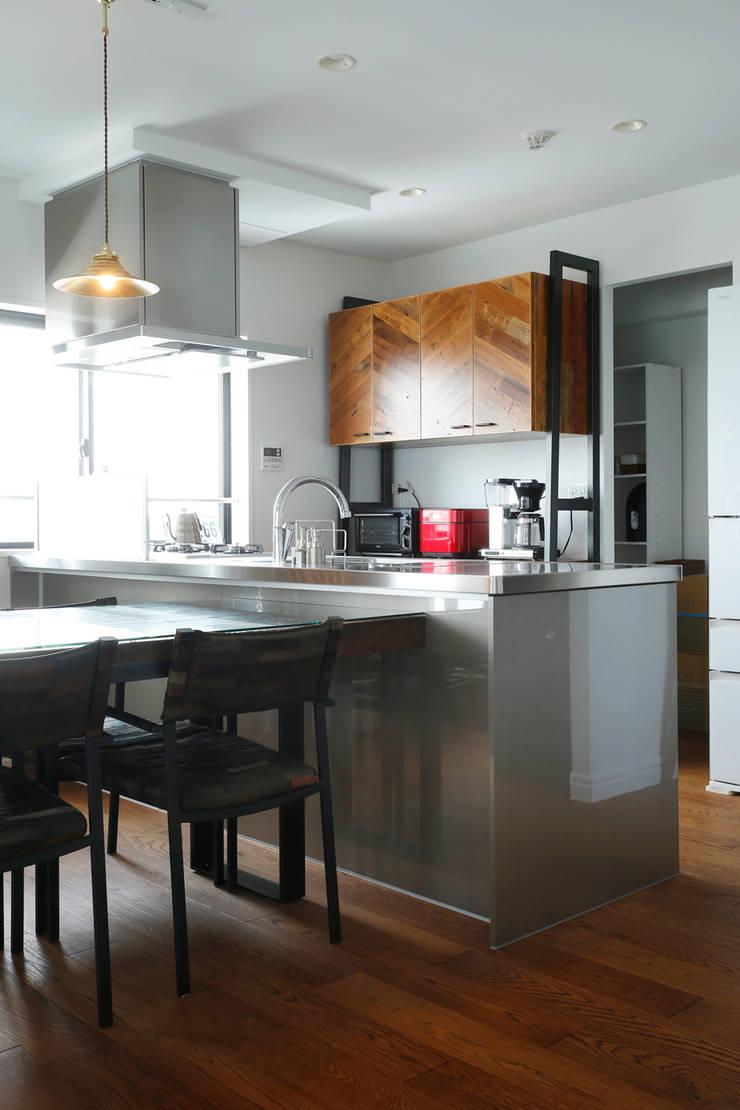 kitchen: 株式会社スタイル工房が手掛けたです。