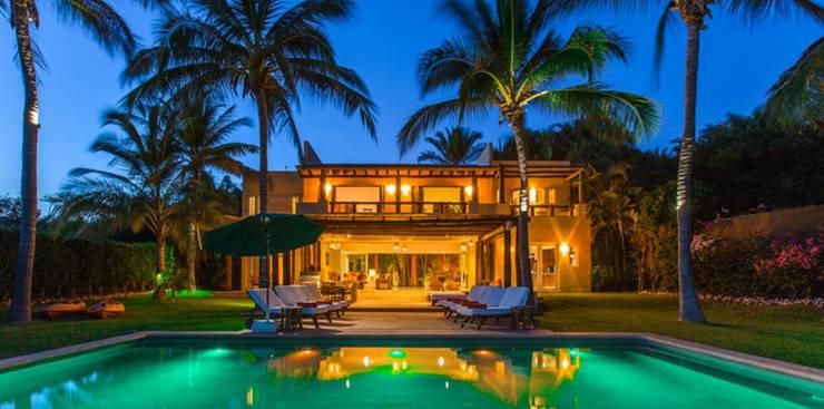 Casa Tortugas: Albercas de estilo  por BR  ARQUITECTOS