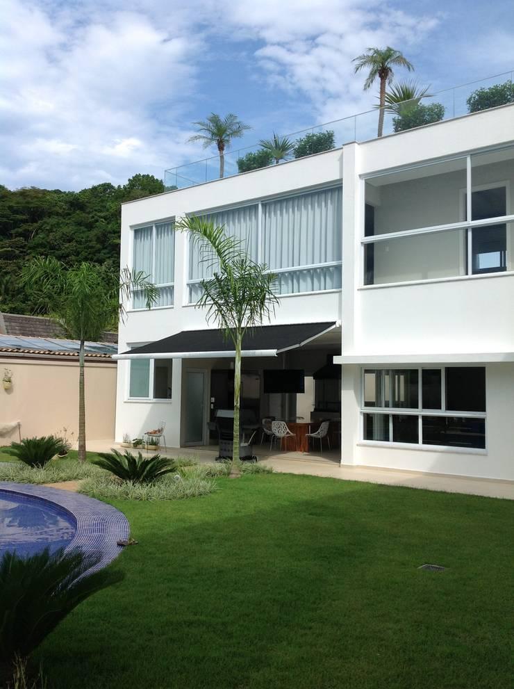 Jardim: Casas modernas por Bunkerlab arquitetura, design, ...+