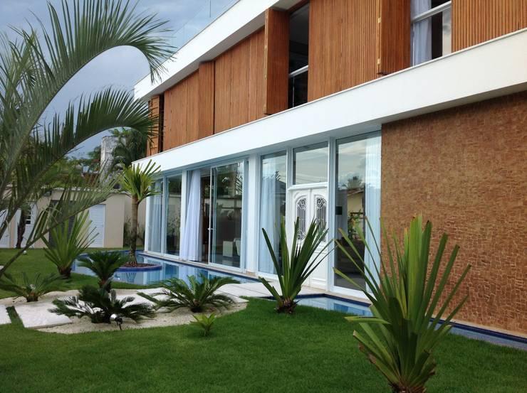 Fachada: Casas modernas por Bunkerlab arquitetura, design, ...+