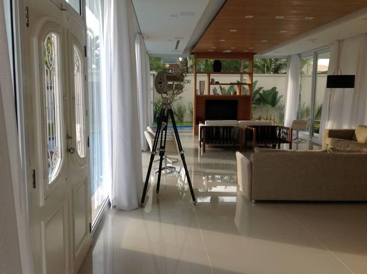 Sala: Salas de estar modernas por Bunkerlab arquitetura, design, ...+