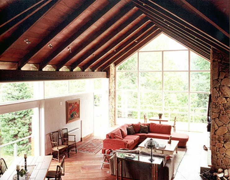 Casa Laje de Pedra: Salas de estar  por Finkelstein Arquitetos,