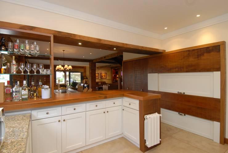 Cozinha: Cozinha  por Finkelstein Arquitetos