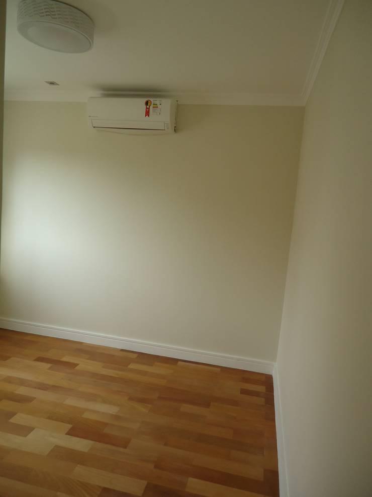 Apartamento tipo Cobertura Granja Julieta: Paredes  por VT Design - Arquitetura e Interiores,Rústico Madeira Efeito de madeira