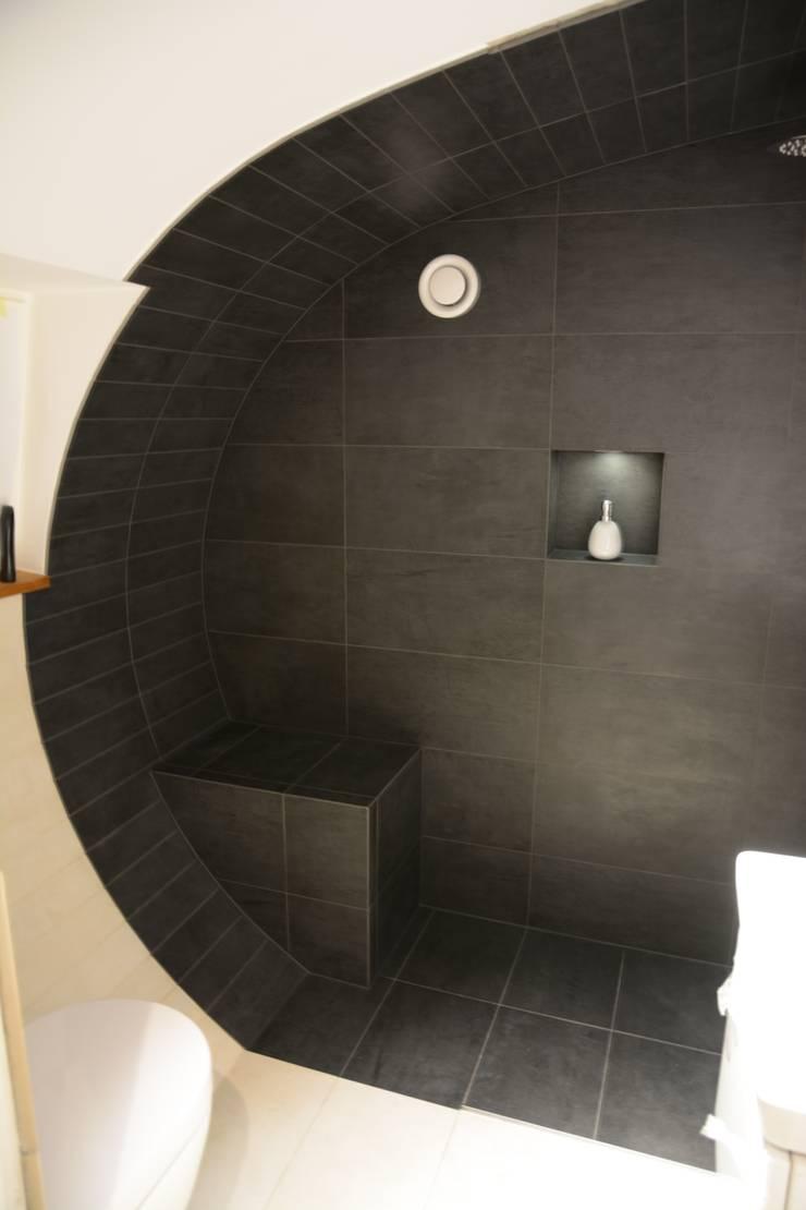 Baños de estilo ecléctico de Ulrich holz -Baddesign Ecléctico Cerámico