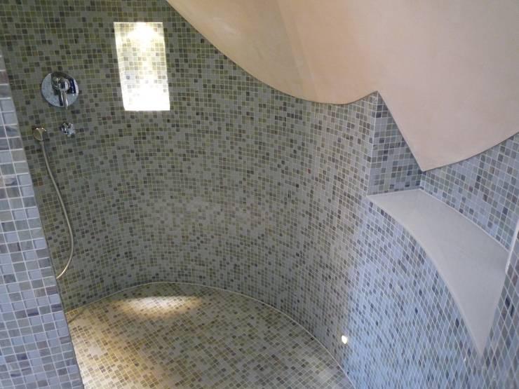 Baños de estilo ecléctico de Ulrich holz -Baddesign Ecléctico Vidrio