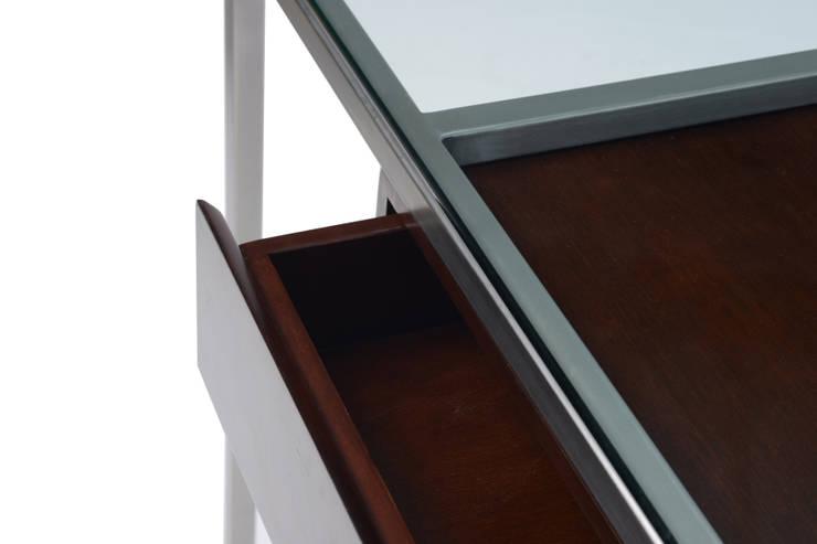 Escritorio Phillipe: Oficinas y tiendas de estilo  por Etienne Design