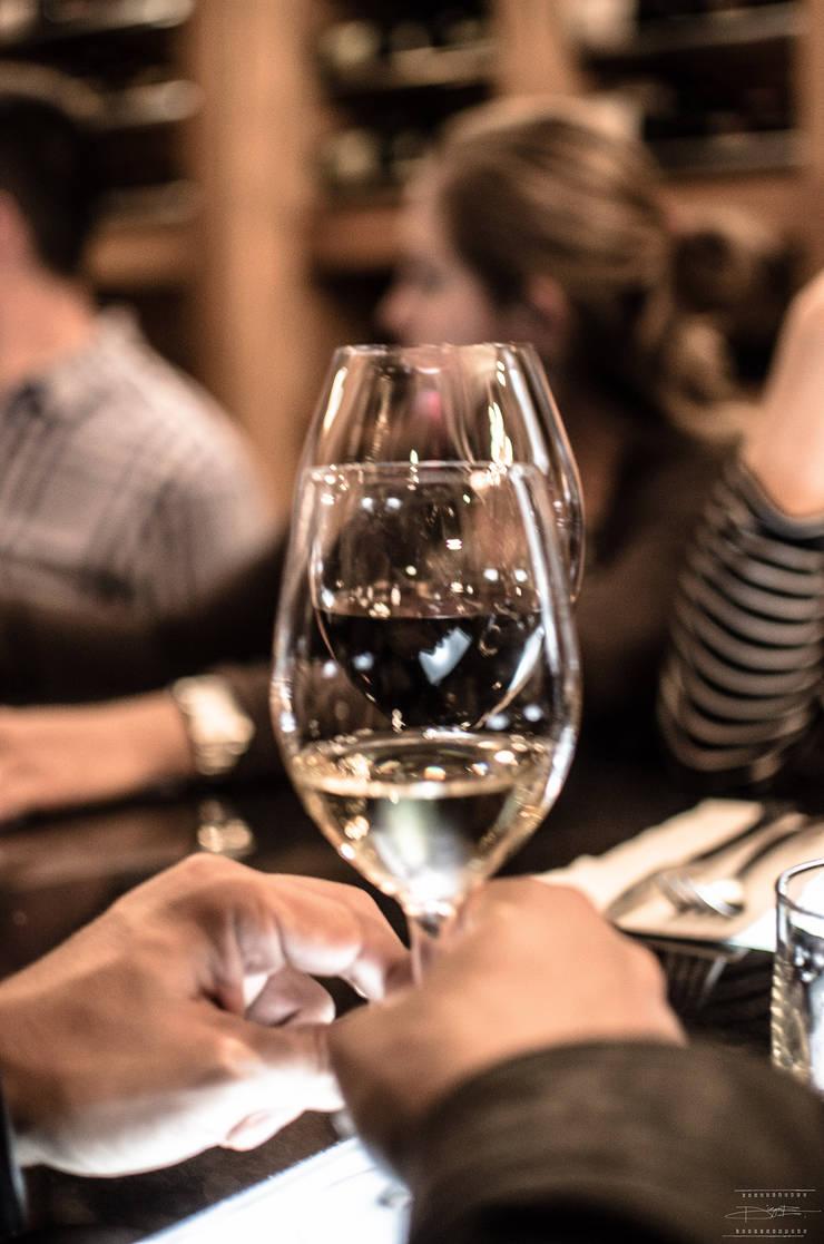 Cata de vino: Bares y discotecas de estilo  por Axios Arquitectos