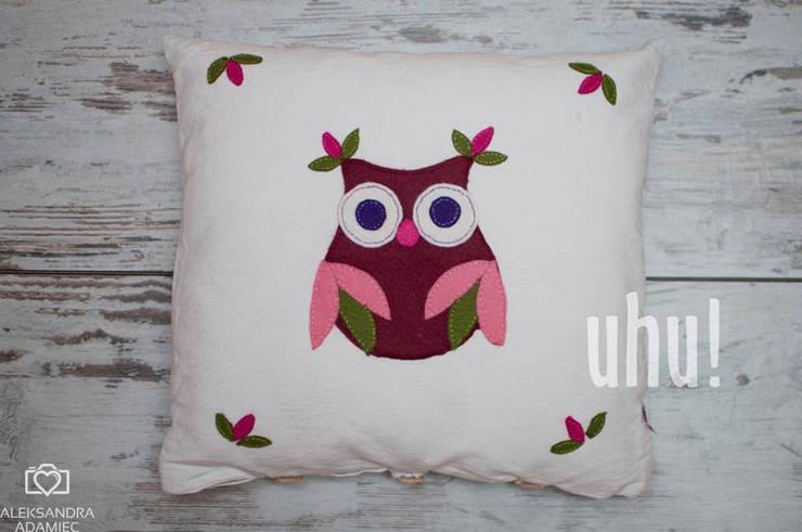 Biała poduszka z filcową sową: styl , w kategorii  zaprojektowany przez uhu!,Nowoczesny Bawełna Czerwony