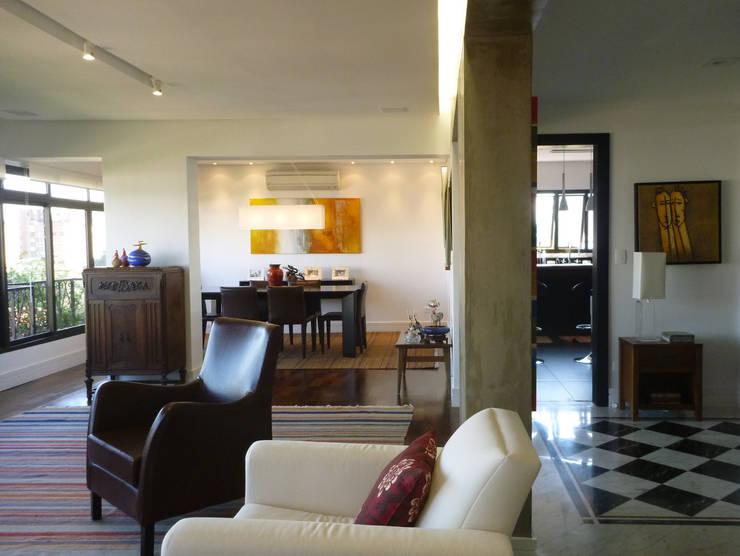 APARTAMENTO VILA MADALENA: Salas de estar  por Bloch Arquitetos Associados