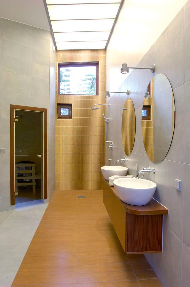 Banana House: styl , w kategorii Łazienka zaprojektowany przez Duende Dominika Brodnicka,Nowoczesny