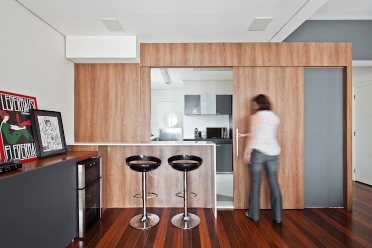 Apartamento Pinheiros: Salas de estar  por Laranja Lima Arquitetura