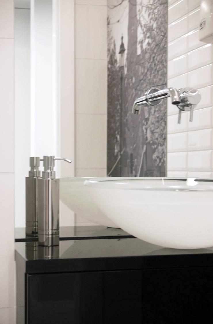 łazienka pacjentów: styl , w kategorii Szpitale zaprojektowany przez Duende Dominika Brodnicka,Minimalistyczny
