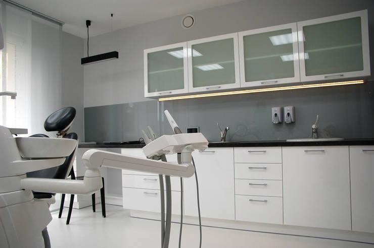 Gabinety stomatologiczne: styl , w kategorii Szpitale zaprojektowany przez Duende Dominika Brodnicka,Minimalistyczny