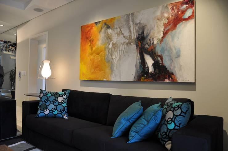 APARTAMENTO DE COBERTURA: Salas de estar  por Varinia Schwartz Arquitetura & Interiores,