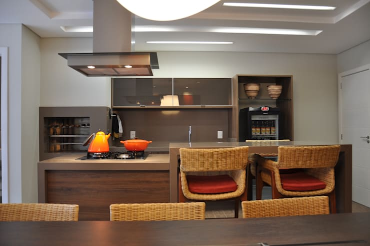 Dapur by Varinia Schwartz Arquitetura & Interiores