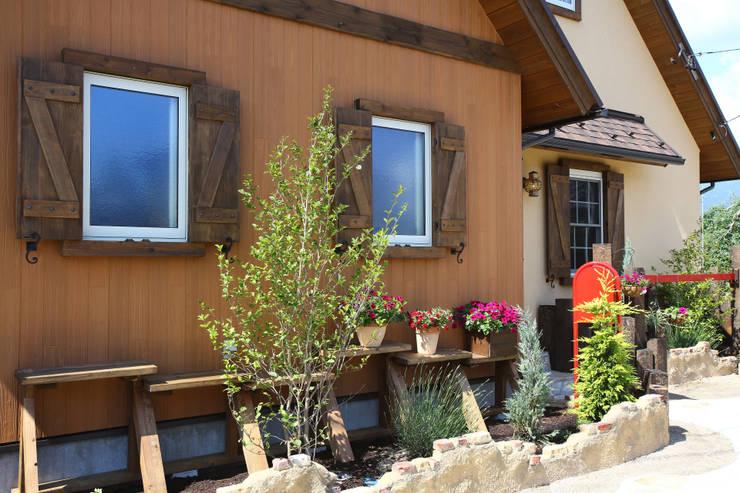 ■ French Country Style・フレンチカントリースタイル: 株式会社アートカフェが手掛けた家です。